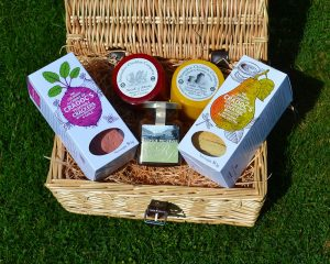 Authentically Welsh Welsh Cheeses & Crackers Hamper